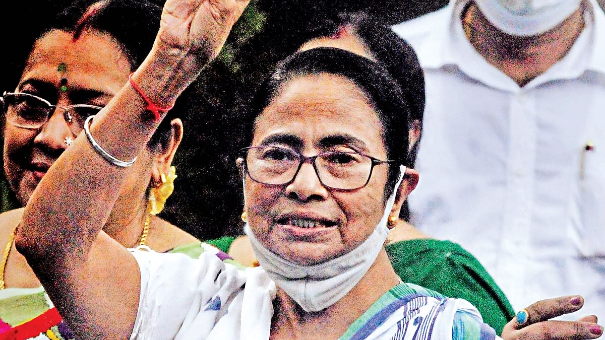 बंगाल उपचुनाव: ममता की जीत के बाद कोलकाता की सड़कों पर ऐसे मना जश्न
