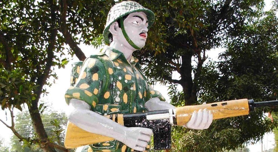 चैनपुर में परमवीर चक्र विजेता अलबर्ट एक्का की प्रतिमा जर्जर, हो रही है जीर्णोद्धार की मांग
