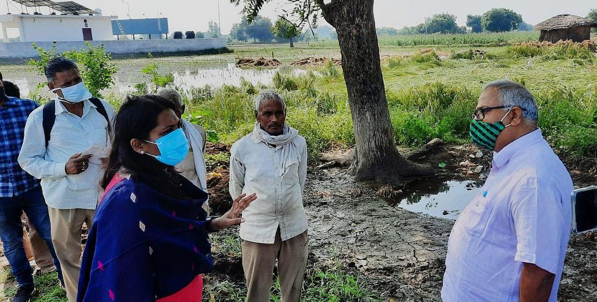 Aligarh News: बारिश से फसल के नुकसान पर डीएम सख्त, विभाग से मांगी सही-सही रिपोर्ट