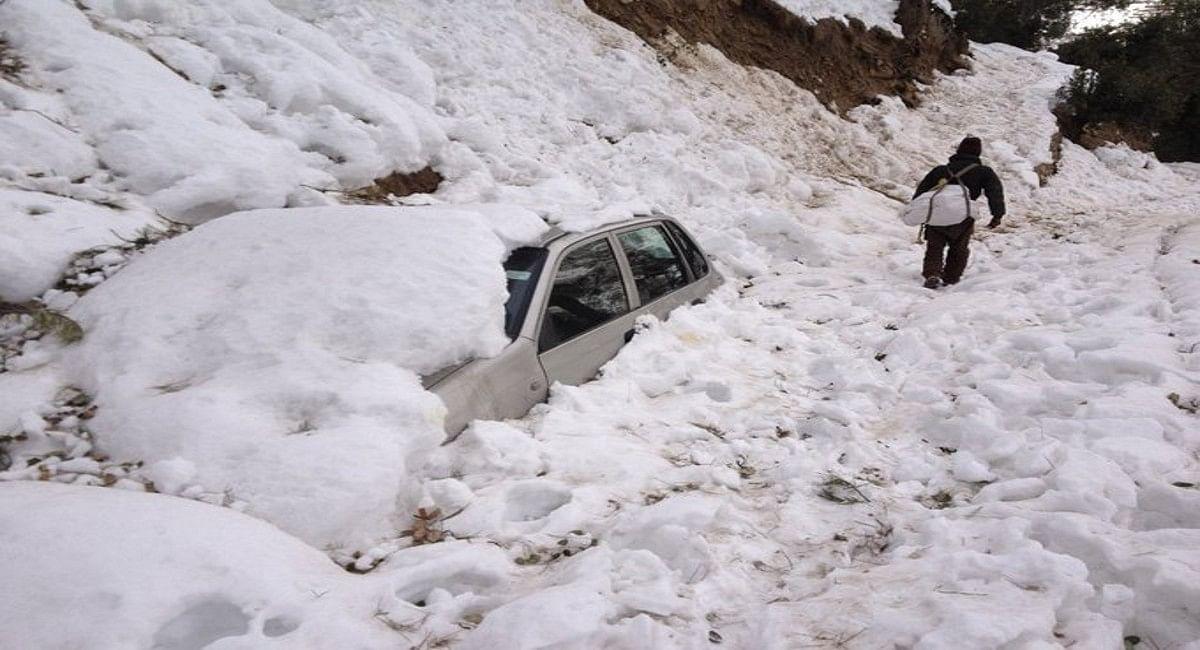 Weather Report : हिमाचल में भारी बर्फबारी से मुंबई 3 पर्यटकों की मौत, 30 घंटे बाद फिर खुला जम्मू-श्रीनगर हाईवे