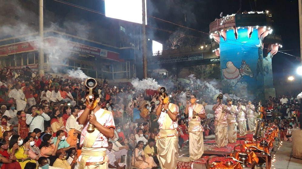 Varanasi News: गंगा आरती का स्थान बदला, देव दीपावली और डाला छठ के आयोजन पर भी मंडराया खतरा, जानें वजह