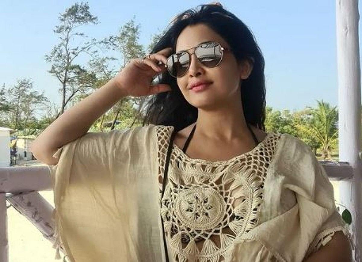 Angoori Bhabhi ने साड़ी छोड़ पहना इतना जालीदार टॉप, इंटरनेट पर वायरल हो रहा PHOTOS