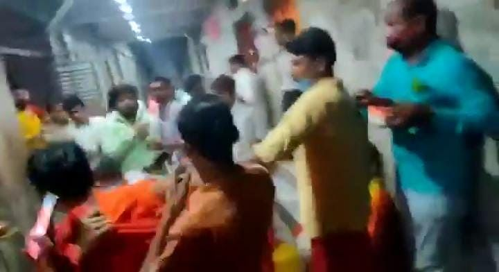 UP: कानपुर में प्रसाद वितरण के दौरान महंतों के बीच मारपीट, घटना सीसीटीवी में कैद