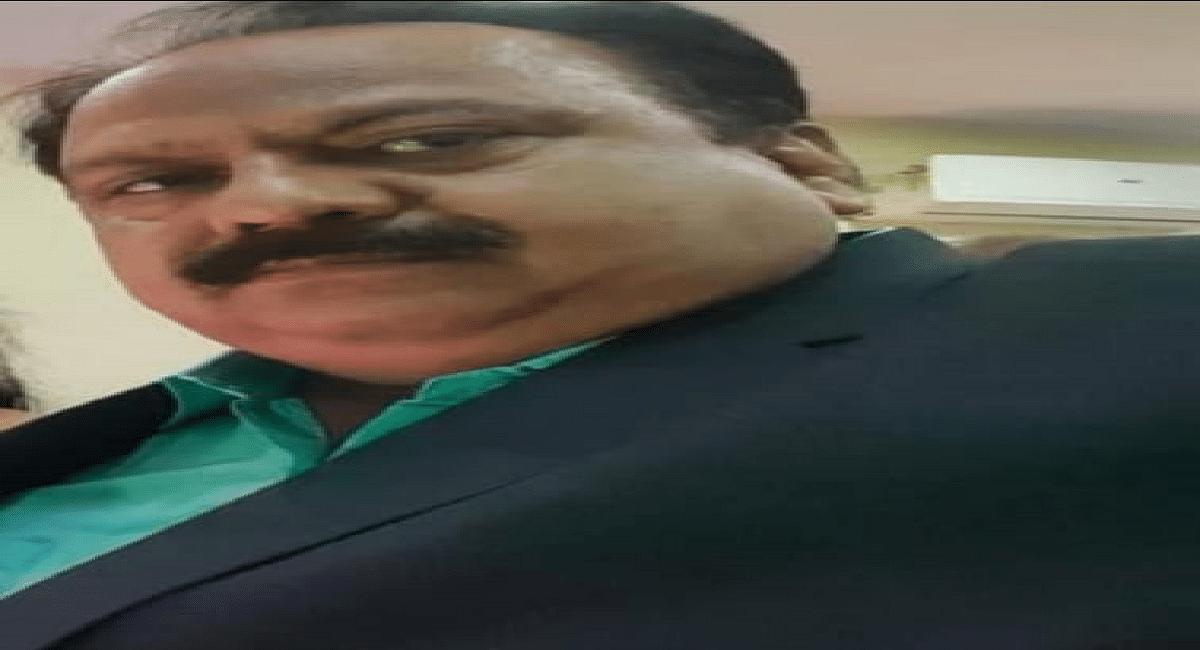Jharkhand News : शिक्षकों को सामान बेचने वाले गिरिडीह के डीएसई सस्पेंड, वायरल वीडियो की जांच के बाद हुआ एक्शन