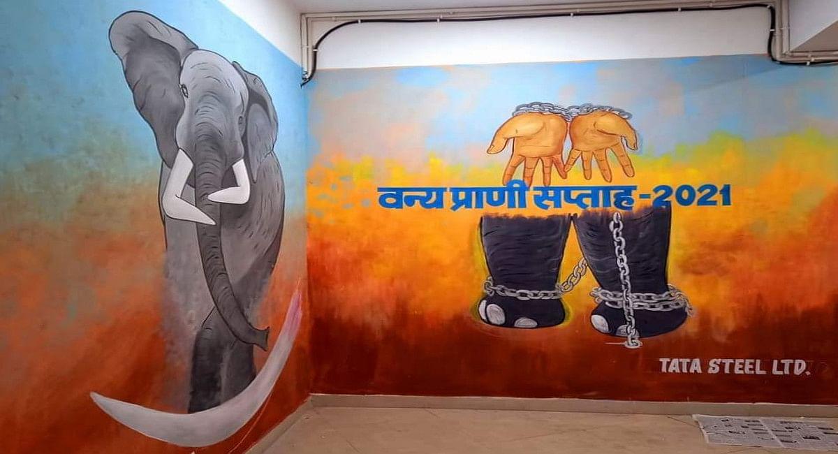 Jharkhand News: वन प्राणियों की पेटिंग से आकर्षक हुई पश्चिमी सिंहभूम के व्हाइट हाउस की दीवारें, देखें Pics