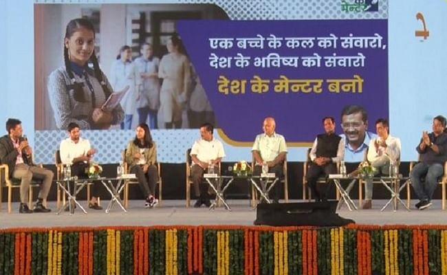 अरविंद केजरीवाल ने लांच किया 'देश के मेंटर' प्रोग्राम, दिल्ली में सरकारी स्कूली छात्रों को मिलेगा मार्गदर्शन