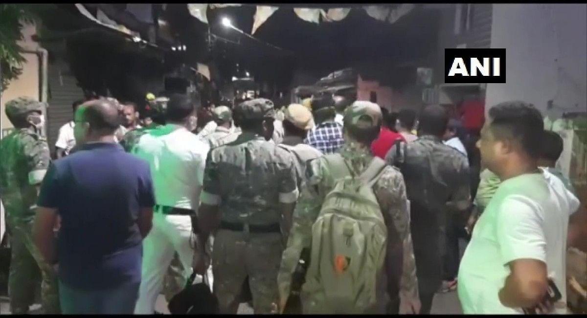 Bengal News : दुर्गापुर में मूर्ति विसर्जन कर लौट रहे लोगों पर देसी बम से हमला, गाड़ियों में की गई तोड़फोड़