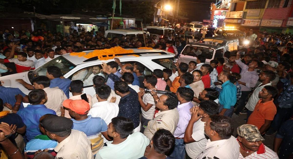 बिहार उपचुनाव: तेजस्वी ने मुंगेर में डाला डेरा, तारापुर में सियासी जंग तेज, अगले तीन दिनों की जानिये तैयारी...