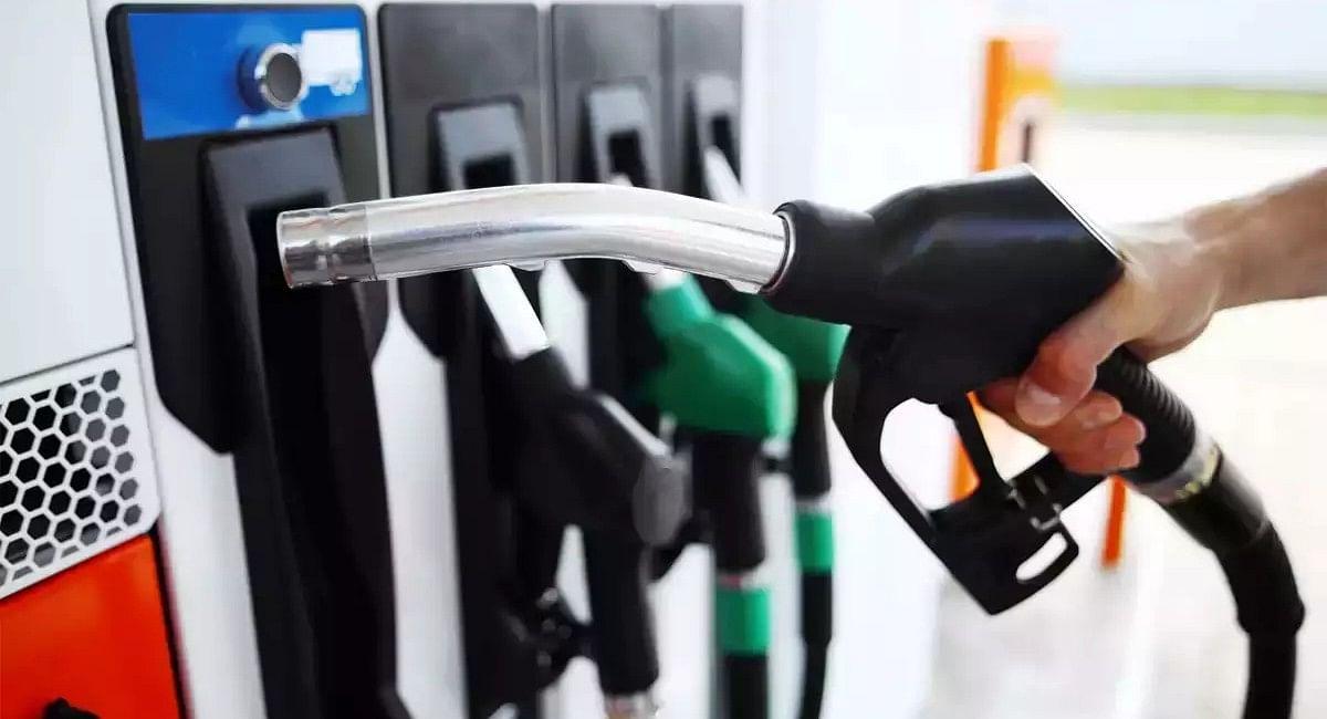Petrol Diesel Price: पेट्रोल 36, डीजल 26.58 रुपये महंगा, कांग्रेस ने किया 15 दिन आंदोलन का ऐलान