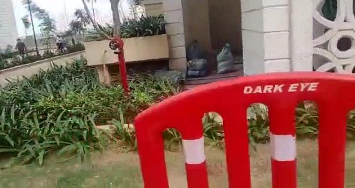 Ghaziabad News: 25वीं मंजिल की बालकनी में खेल रहे थे जुड़वा भाई, गिरने से मौके पर ही मौत