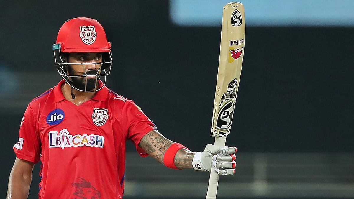 IPL 2021: ऑरेंज कैप के लिए इन तीन खिलाड़ियों के बीच रोमांचक मुकाबला, बल्ले से निकल चुके हैं 500 से अधिक रन