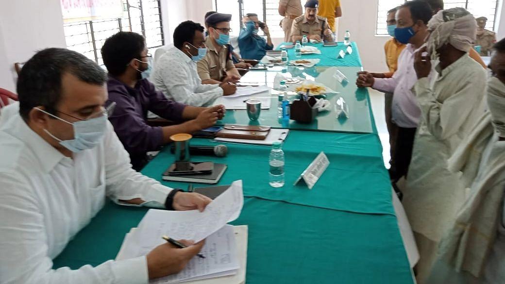 Bareilly News: डीएम ने तहसील दिवस पर सुनीं फरियादियों की समस्याएं, आठ शिकायतों का मौके पर कराया निस्तारण