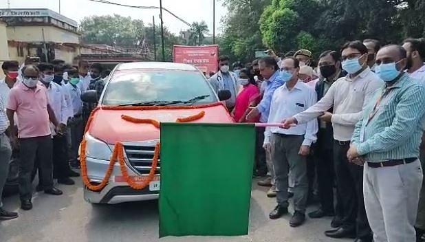 Gorakhpur News: गोरखपुर में घर-घर लगेगी वैक्सीन, 30 मोबाइल वैक्सीनेशन वैन को हरी झंडी दिखाकर किया गया रवाना