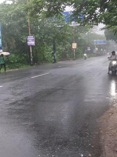 रांची समेत कई जिलों में यलो अलर्ट, देखें बारिश का नजारा