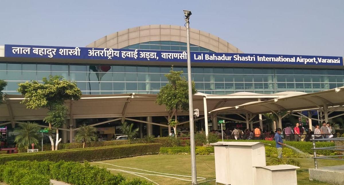 बीमार पिता को मुंबई ले जाने निकला परिवार, वाराणसी एयरपोर्ट के पोर्टिको में छूट गया साथ