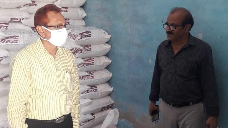 Aligarh News : उर्वरक विक्रेताओं पर बड़ी कार्रवाई, 56 जगह छापे, एक लाइसेंस निलंबित, दो को नोटिस