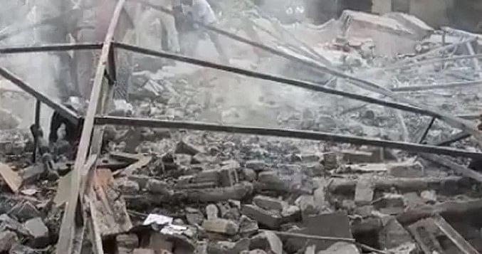 UP News: शामली में पटाखा फैक्ट्री में धमाका, चार की मौत, मलबे से घायलों को निकाल भेजा गया अस्पताल