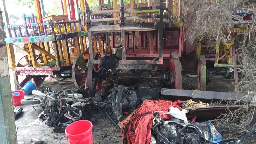 नहीं थम रहा बांग्लादेश में हिन्दू मंदिरों पर हमला, दुर्गा मंदिर के बाद अब इस्कॉन टेंपल पर तोड़फोड़, कई घायल