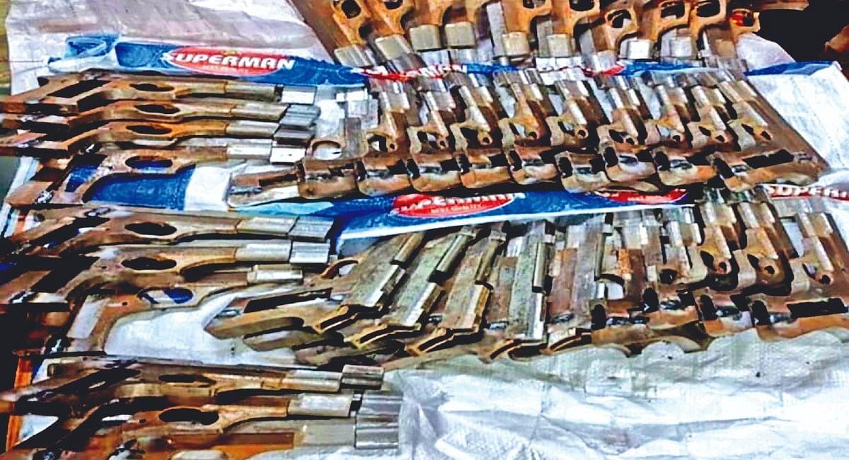 झारखंड के रास्ते बिहार से हथियारों का जखीरा लेकर बंगाल पहुंची महिला समेत तीन आर्म्स डीलर अरेस्ट