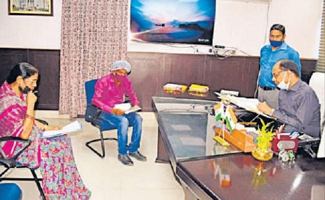 Bihar News: दानापुर के एडीएसओ पर पटना डीएम ने ठोका 5000 का जुर्माना, नहीं दे सके काम में लापरवाही का जवाब
