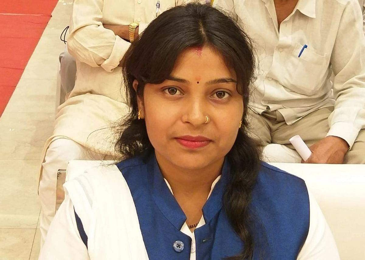 Jharkhand News : दुर्गा पूजा में दलित पुजारी से मारपीट के खिलाफ सांसद प्रतिनिधि पूनम साव पर केस दर्ज
