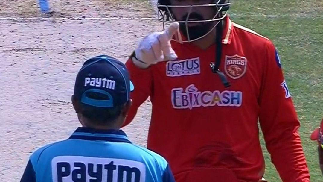 IPL 2021: पंजाब-आरसीबी के मुकाबले में अंपायर से भिड़ गये केएल राहुल, जानें पूरा मामला