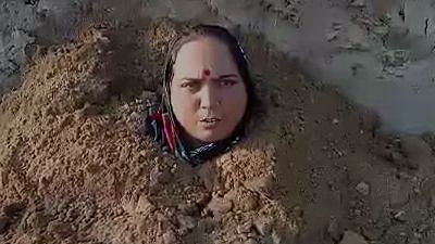 Agra News: भू-माफिया के खिलाफ कार्रवाई न होने पर महिला ने ली समाधि, कहा- मेरे मरने के बाद बेटे को भी दफना देना