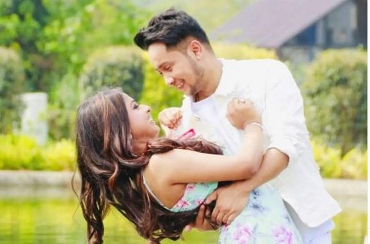 अरुणिता कांजीलाल को पवनदीप राजन ने किया प्रपोज! घुटनों पर बैठकर गुलाब देते आए नजर