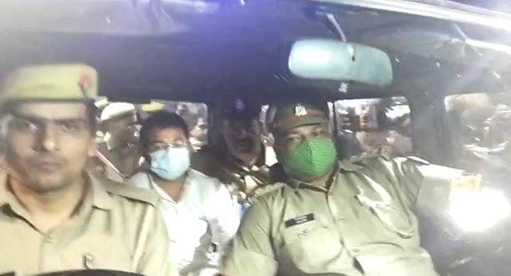 देर रात पुलिस की गाड़ी में आशीष मिश्रा