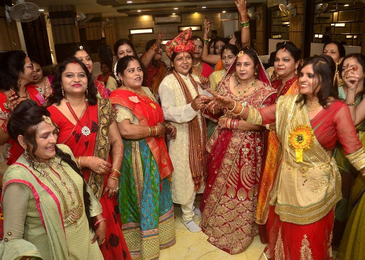 अलीगढ़ में अनोखा विवाह! दुल्हन का दूल्हा देख लोग हैरान, आप भी देखें