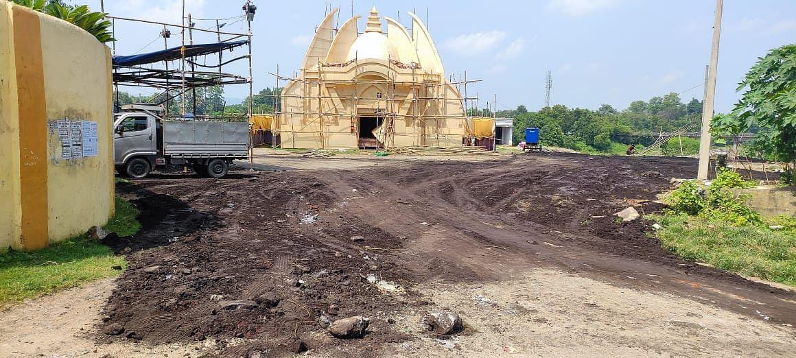 Durga Puja 2021 : दुर्गा पूजा पंडालों तक जाने वाली सड़कें बदहाल, श्रद्धालुओं को होगी परेशानी