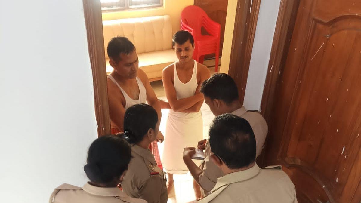 Varanasi News : अपना दल की अधिकार यात्रा पर बवाल, पुलिस कर रही है छापेमारी