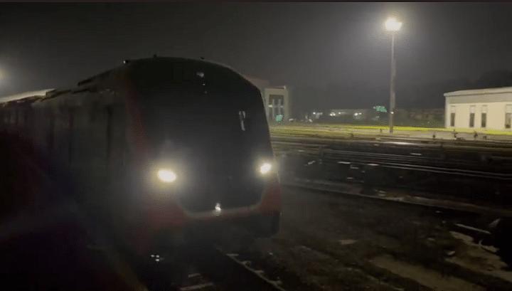 Kanpur News : दिवाली से पहले कानपुर में ट्रैक पर दौड़ने लगी मेट्रो, यहां देखें ट्रायल का पूरा वीडियो