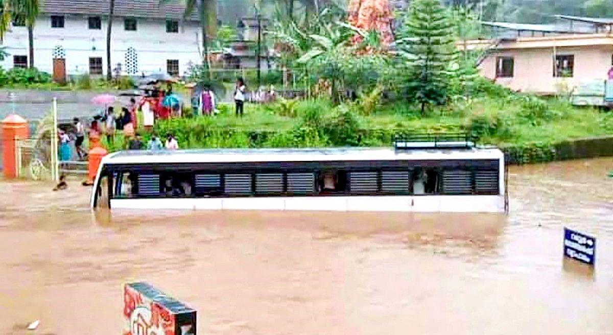 Kerala Rains: केरल में वर्षा से भारी तबाही, बाढ़-भू-स्खलन से 6 की मौत, तीनों सेना तैयार