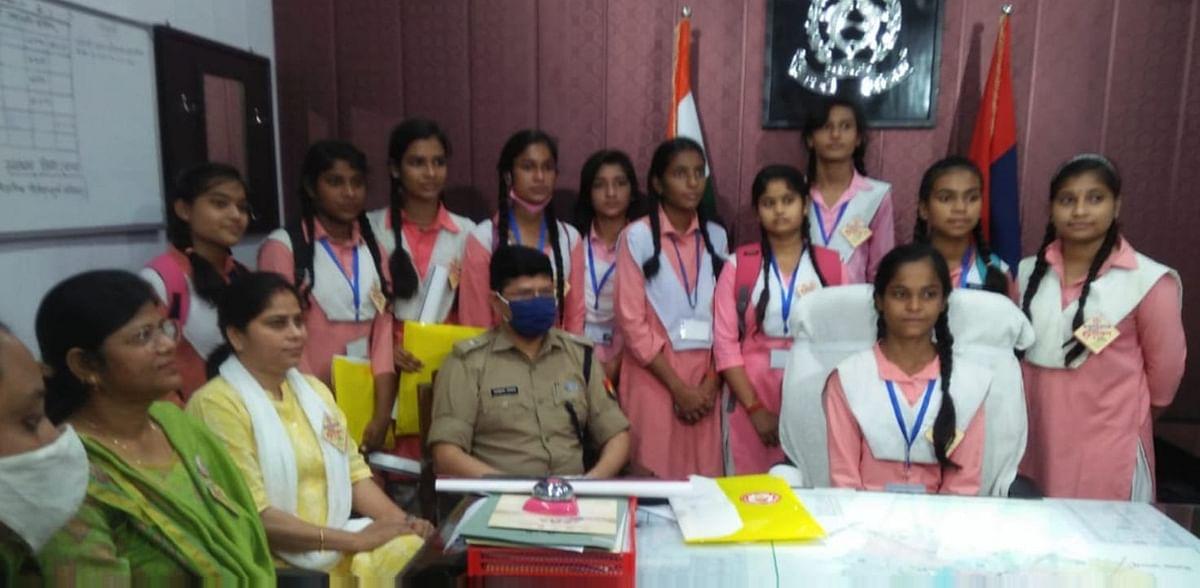 बरेली में 11वीं छात्राएं बनीं एक दिन की अधिकारी,  पूजा गुप्ता ने संभाली सिटी मजिस्ट्रेट की जिम्मेदारी