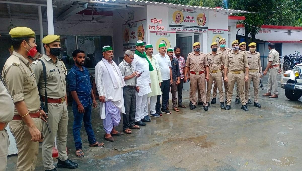 रेल रोको आंदोलन: बरेली में हिरासत में लिए गए किसान, थाने में BJP के खिलाफ लगाए नारे