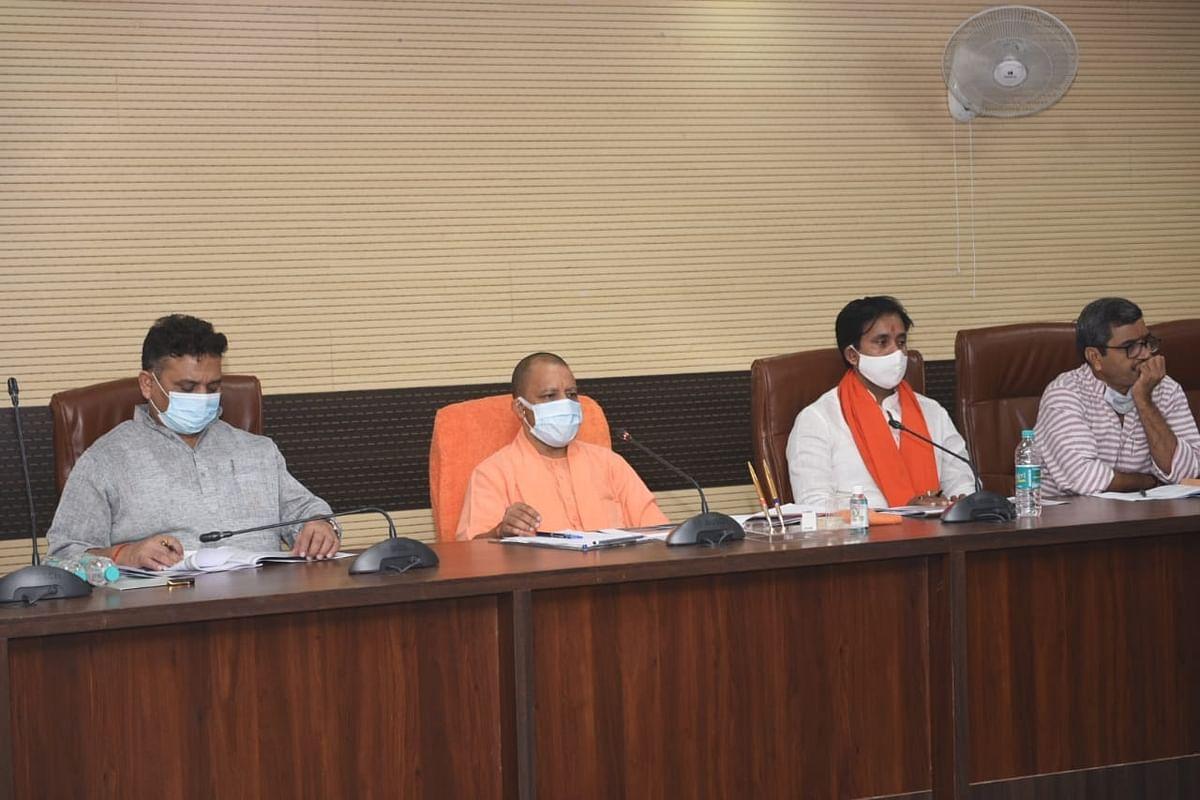 Varanasi News: PM मोदी की जनसभा से पहले CM योगी ने तैयारियों का लिया जायजा