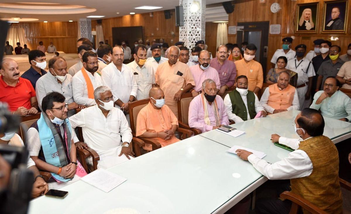 UP: डिप्टी स्पीकर के चुनाव में BJP को सता रही क्रॉस वोटिंग की चिंता? सपा को पटखनी देने के लिए जारी किया व्हिप