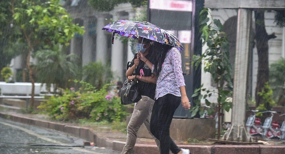 Delhi NCR Rains Update: दिल्ली में होगी भारी बारिश, केरल से आया तबाही का ये वीडियो, जानें मौसम का हाल
