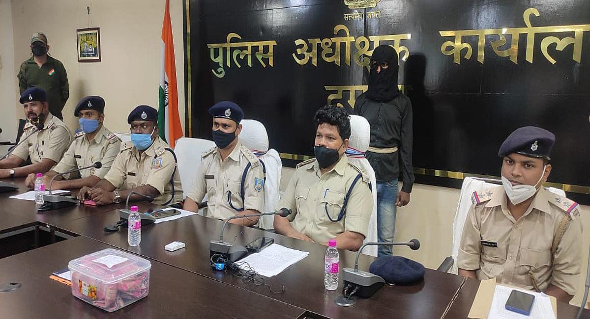 Jharkhand Crime News: दुमका में नाबालिग से दुष्कर्म व हत्या मामले में मुख्य आरोपी गिरफ्तार, अन्य की तलाश जारी