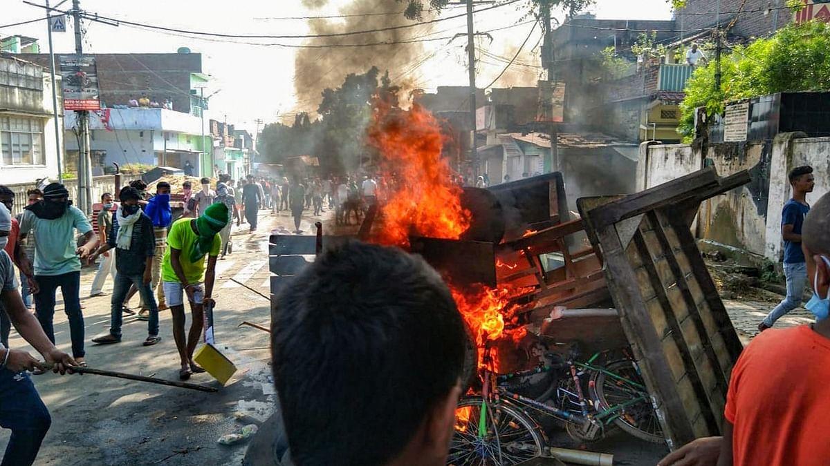 Khaskhabar/मुंगेर में दुर्गा प्रतिमा विसर्जन के दौरान हुई गोलीबारी और श्रद्धालुओं