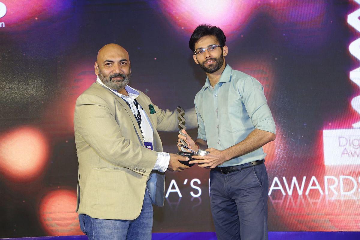 ALTBalaji receiving, Website of the year (Emerging) award