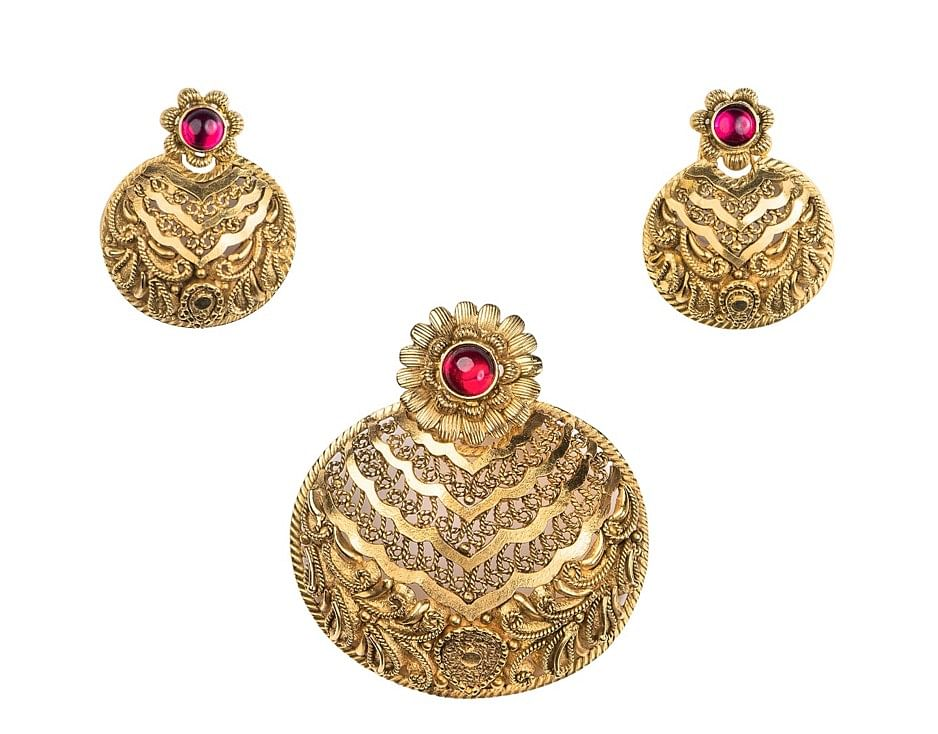 Wedding shoppers seek lightweight gold jewellery that looks good on-screen...