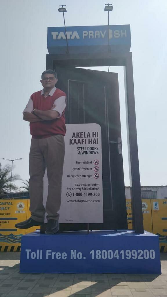 Gajraj Rao and his Tata Pravesh door make a splash at Mumbai's Worli promenade…