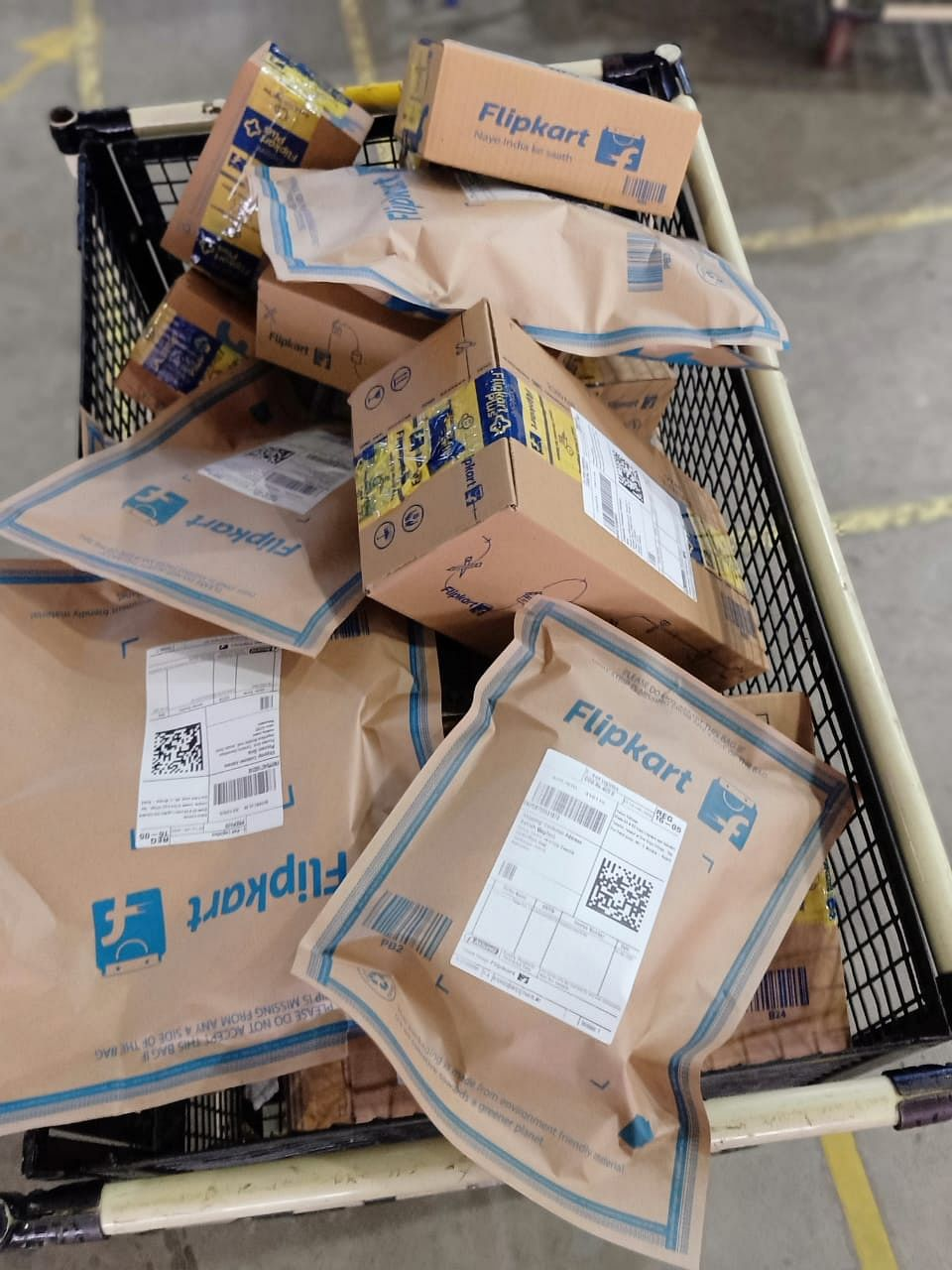 Flipkart orders ready to ship in recyclable paper bags