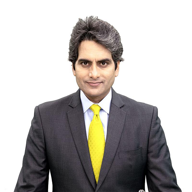 Palki Sharma Upadhyay receives the TV Anchor of the Year award at the IAA Leadership awards 2021