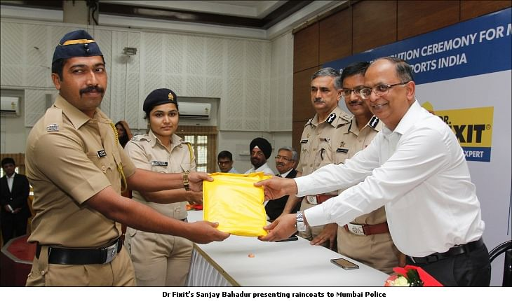 Dr Fixit helps Mumbai traffic police to face the monsoons