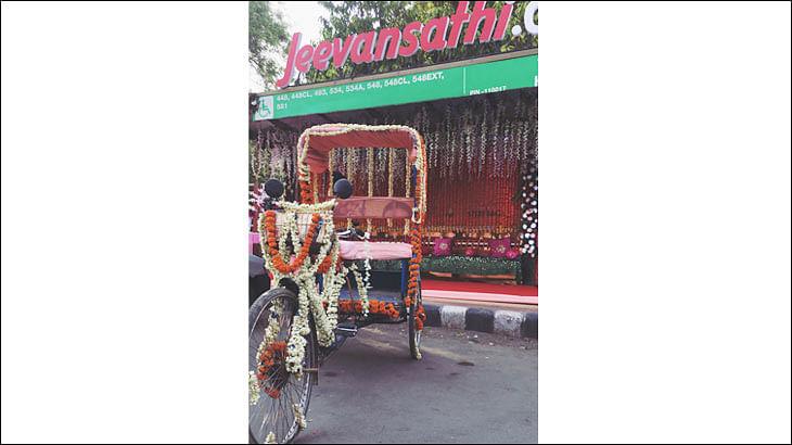 Jeevansathi.com turns bus shelters into 'Shaadi ka Mandaps'