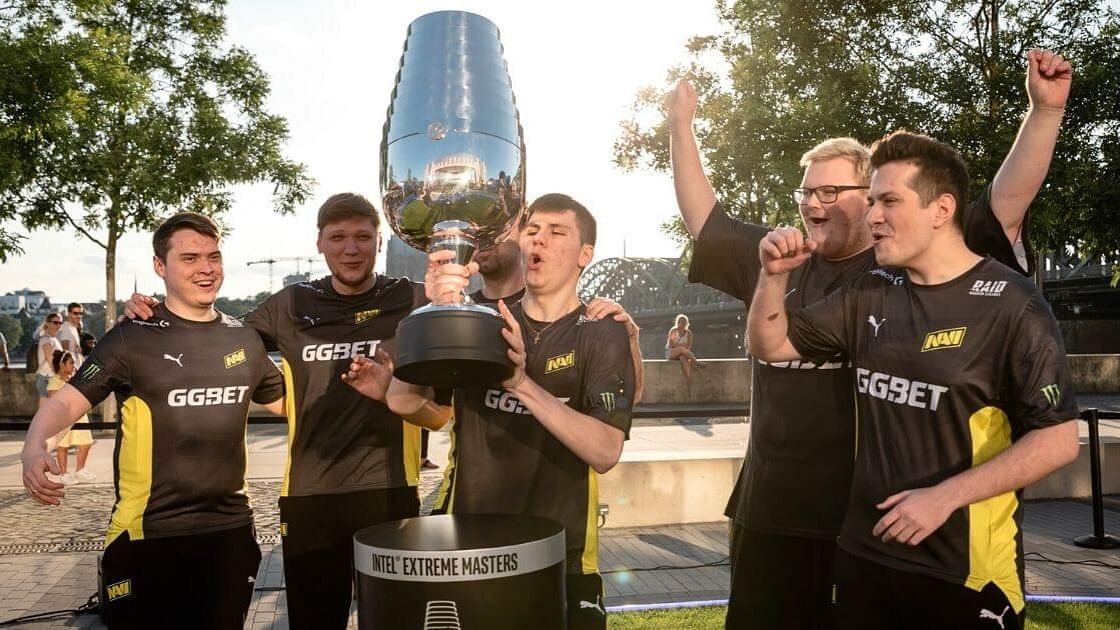 "<div class=""paragraphs""><p>CS:GO Players, Talents, Teams, Community Reacts To Na'Vi Winning IEM Cologne 2021</p></div>"
