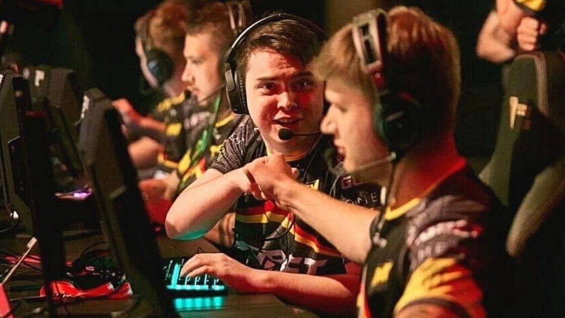 Na'Vi Stars Electronic And S1mple Become First CS:GO Millionaires From CIS Region